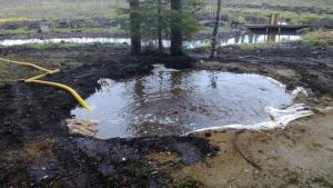 Liete pumpataan kuoppaan, josta putki siirtää sen läheiselle suolle